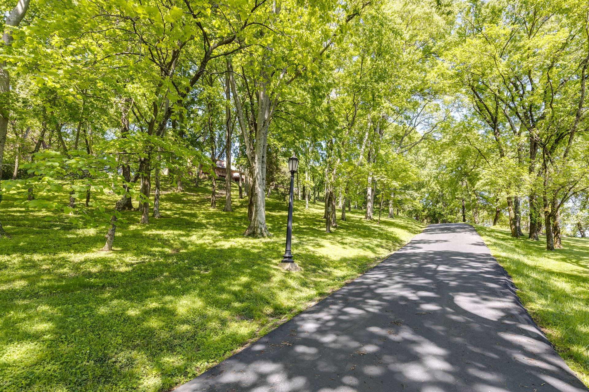 Photo of 6603 Fox Hollow Rd, Nashville, TN 37205 (MLS # 2233589)