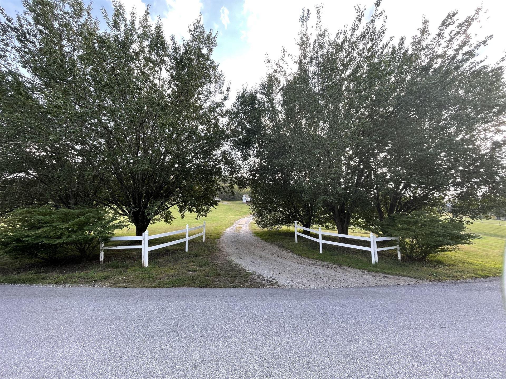 Photo of 550 Sullivan Bend Rd, Elmwood, TN 38560 (MLS # 2300595)