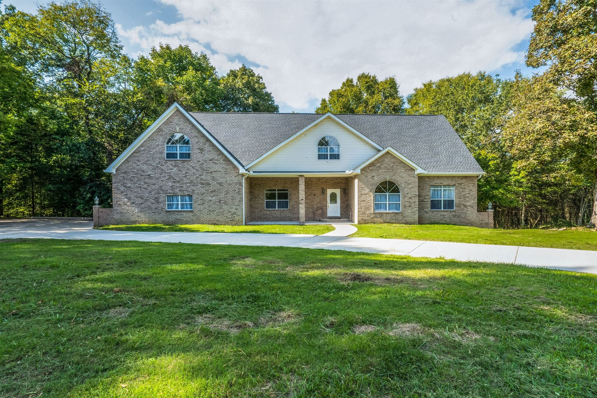 Photo of 945 Hickory Hills Dr, Franklin, TN 37067 (MLS # 2301603)