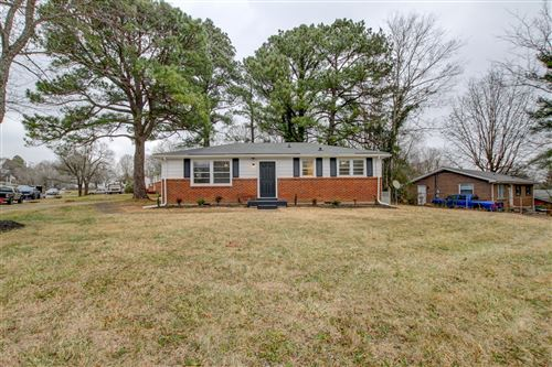 Photo of 829 Country Club Dr, Clarksville, TN 37043 (MLS # 2244620)