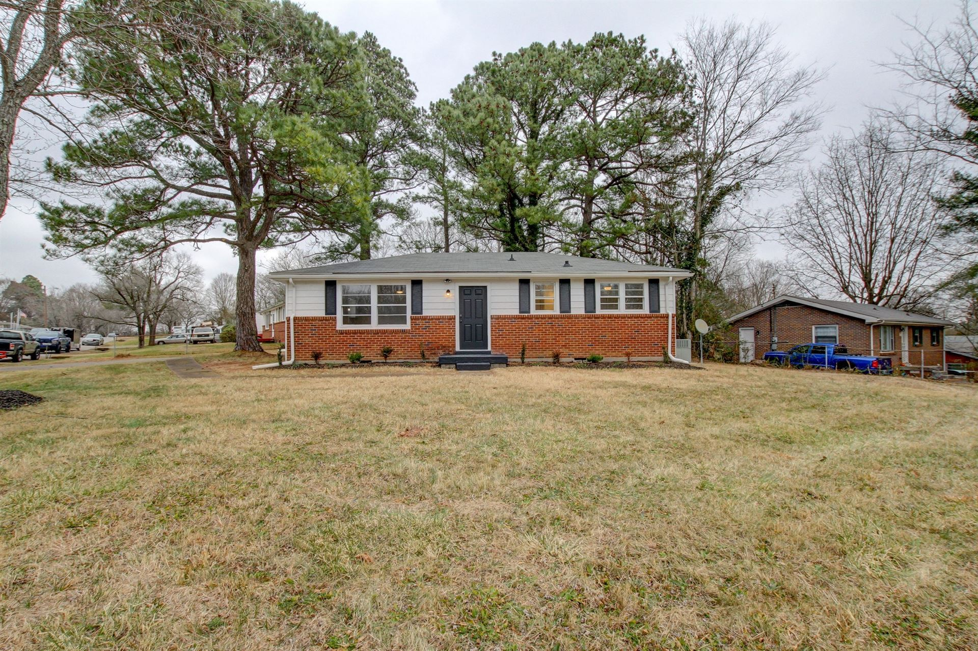 829 Country Club Dr, Clarksville, TN 37043 - MLS#: 2244620