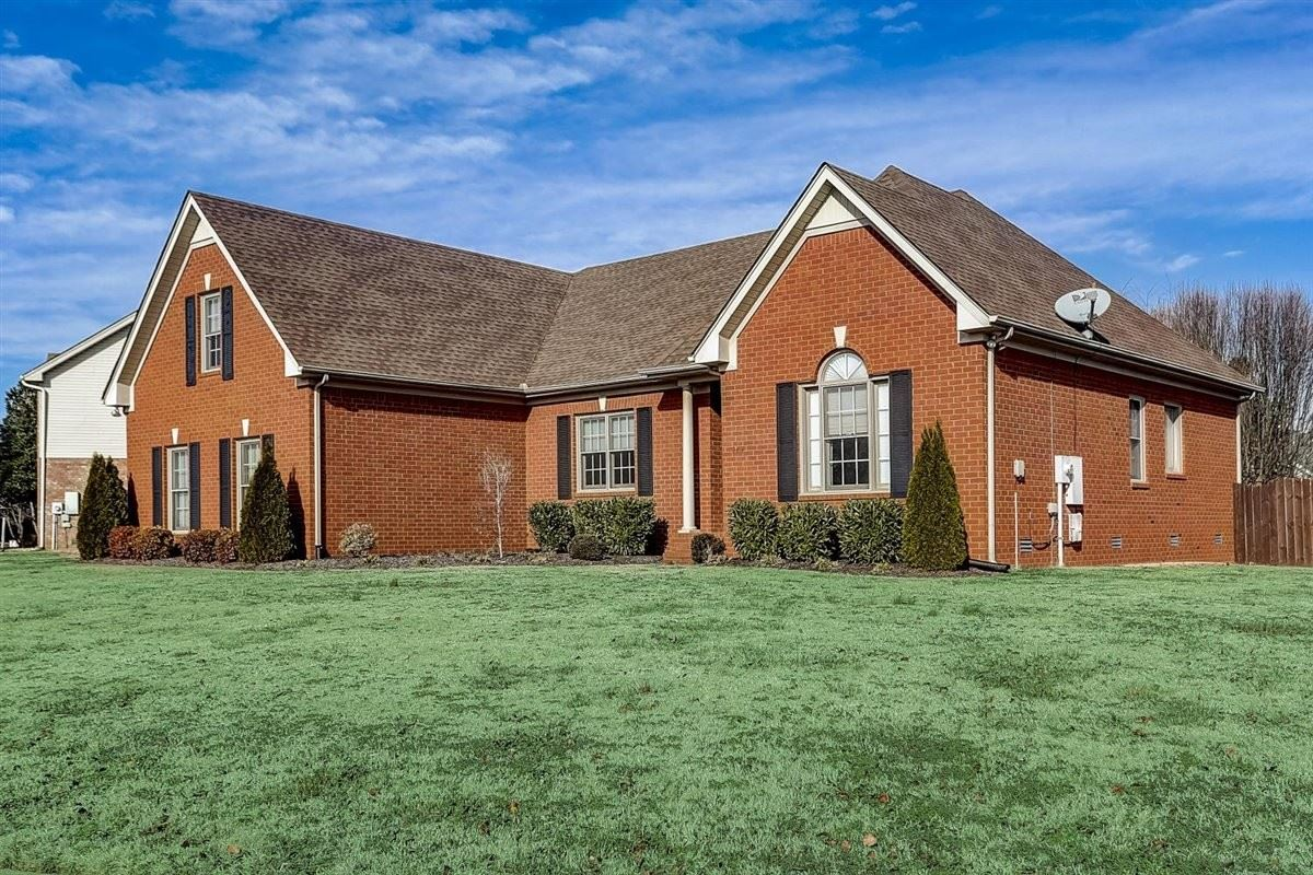 Photo of 2414 Amber Glen Dr, Murfreesboro, TN 37128 (MLS # 2222633)