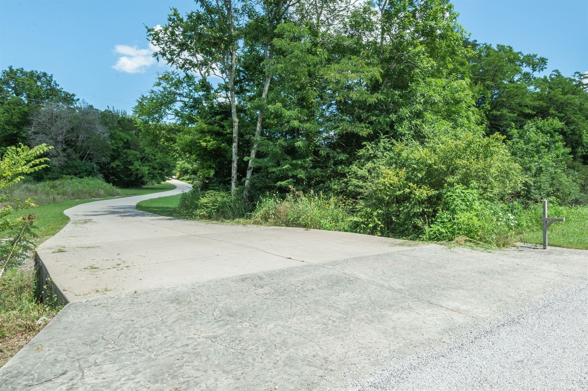 Photo of 1372 Cliff Amos Rd, Spring Hill, TN 37174 (MLS # 2177636)