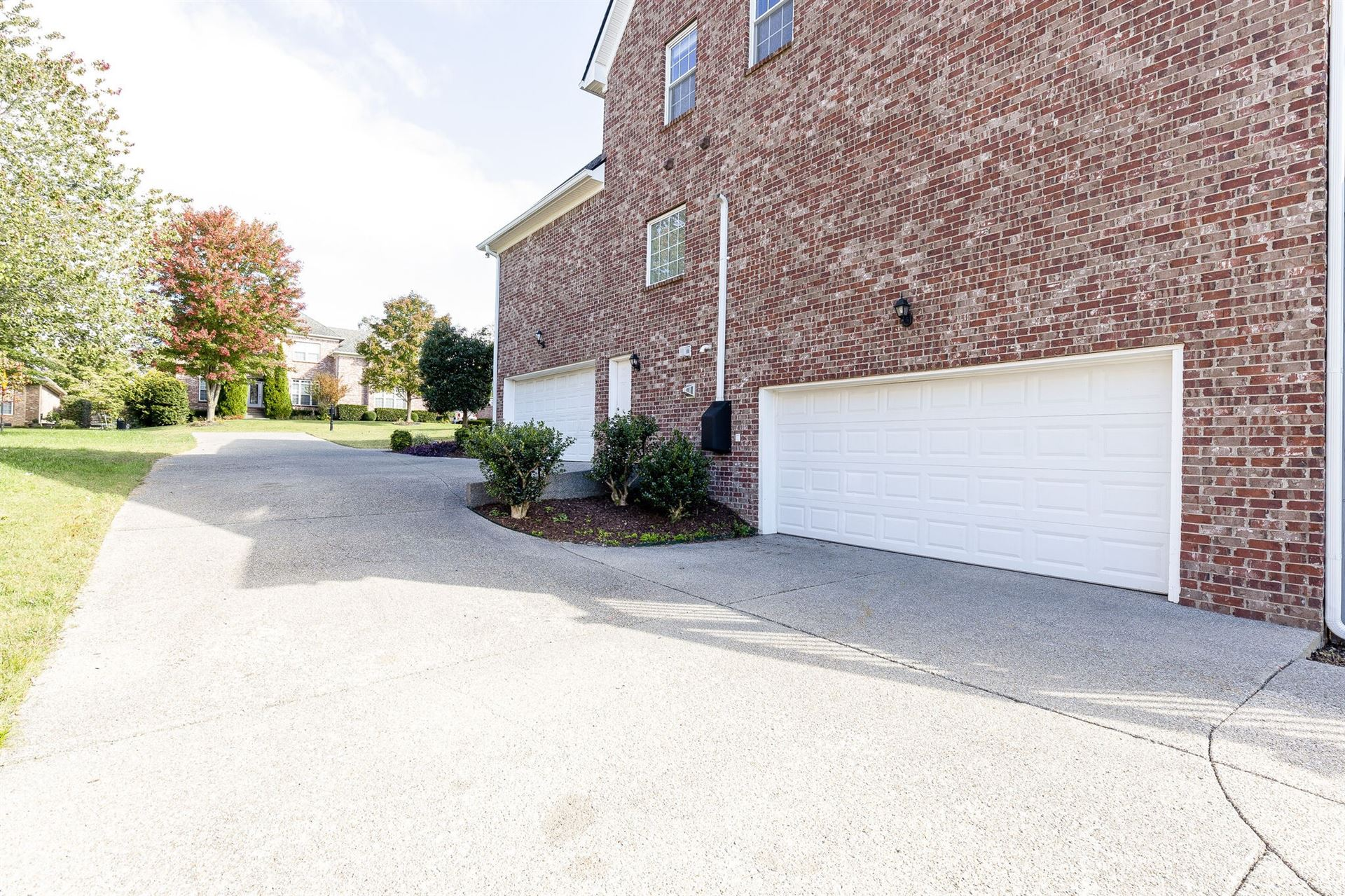 Photo of 1427 Savannah Park Dr, Spring Hill, TN 37174 (MLS # 2300636)