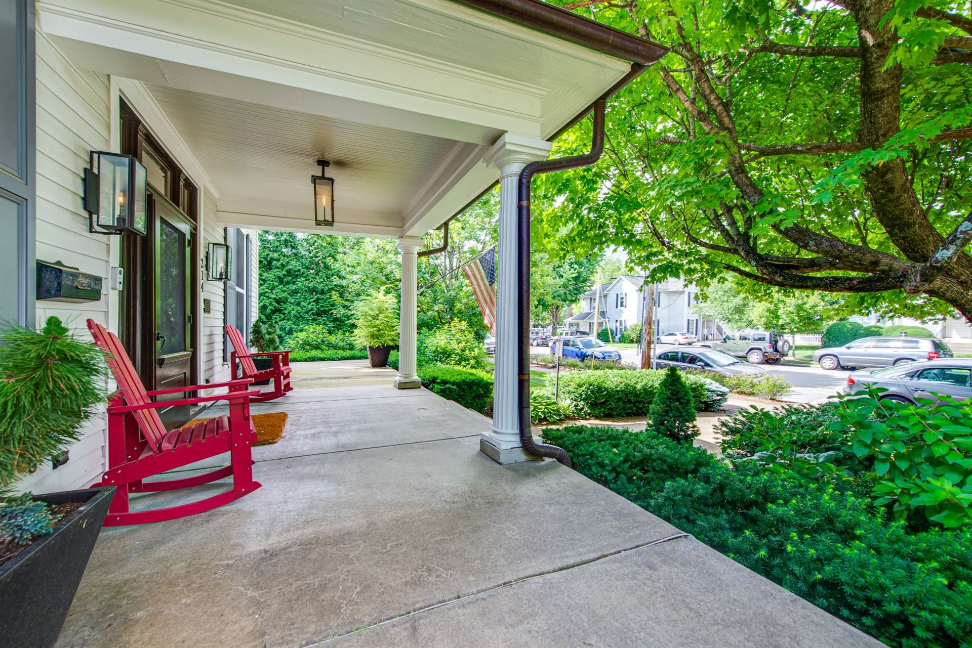 Photo of 214 4th Ave S, Franklin, TN 37064 (MLS # 2262660)