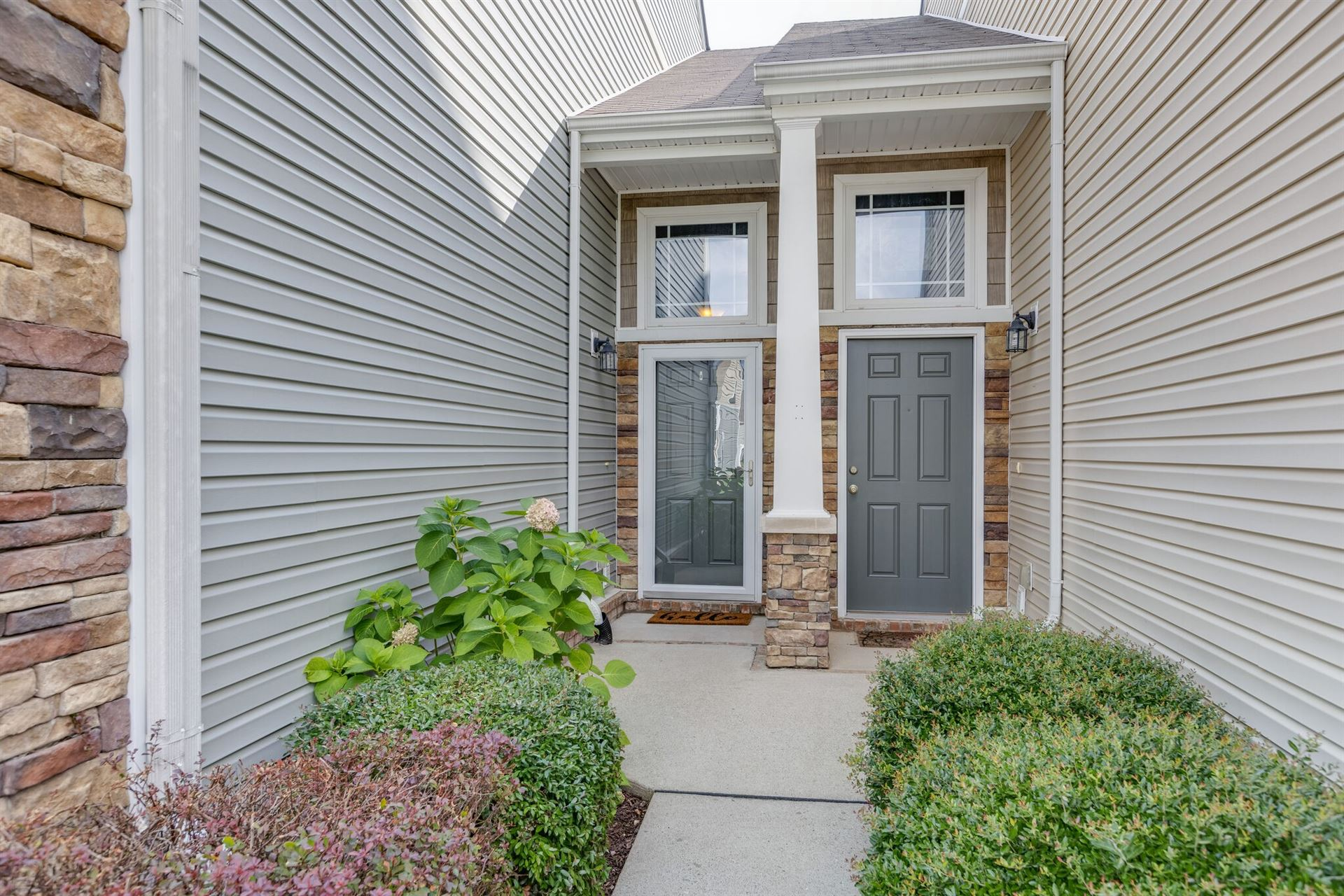 Photo of 1054 Somerset Springs Dr, Spring Hill, TN 37174 (MLS # 2276662)