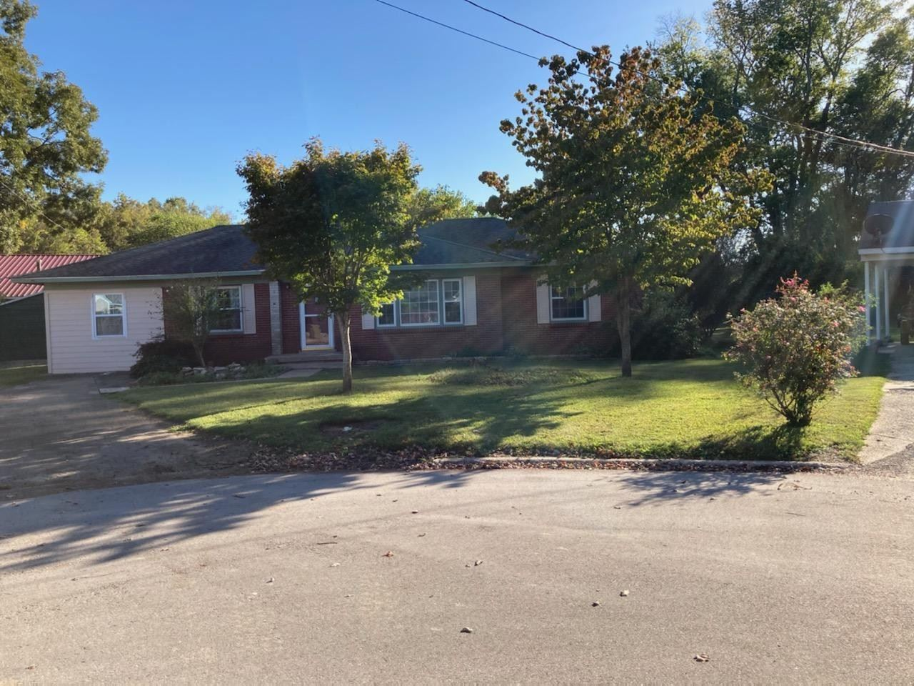 Photo of 708 South Circle, Lawrenceburg, TN 38464 (MLS # 2200664)