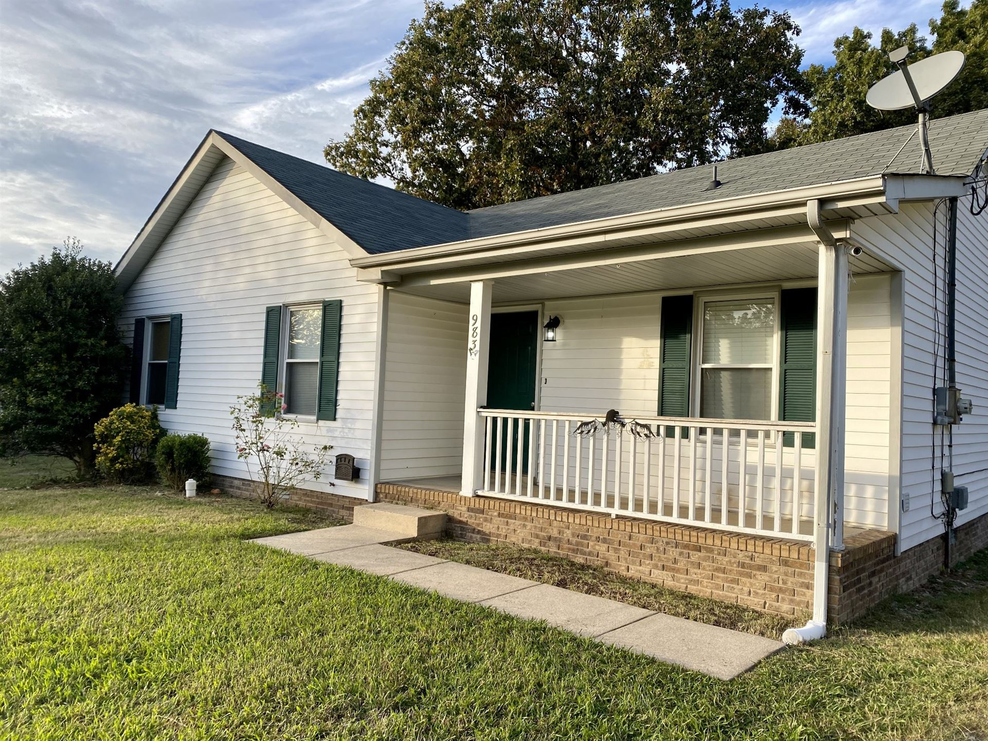 Photo of 983 May Apple Dr, Clarksville, TN 37042 (MLS # 2303666)
