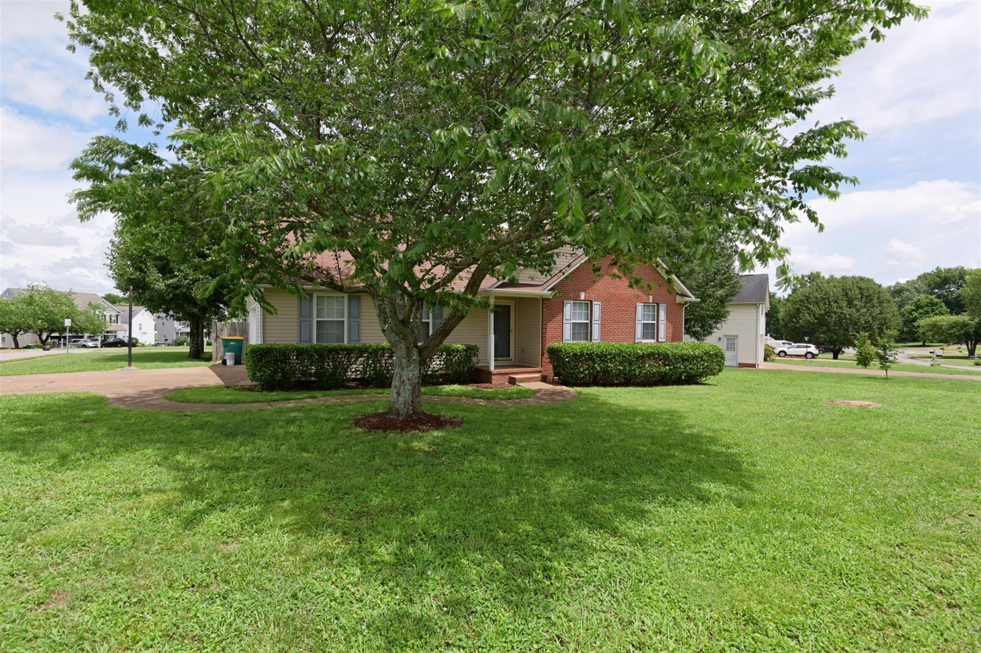 Photo of 2033 Prescott Way, Spring Hill, TN 37174 (MLS # 2275718)