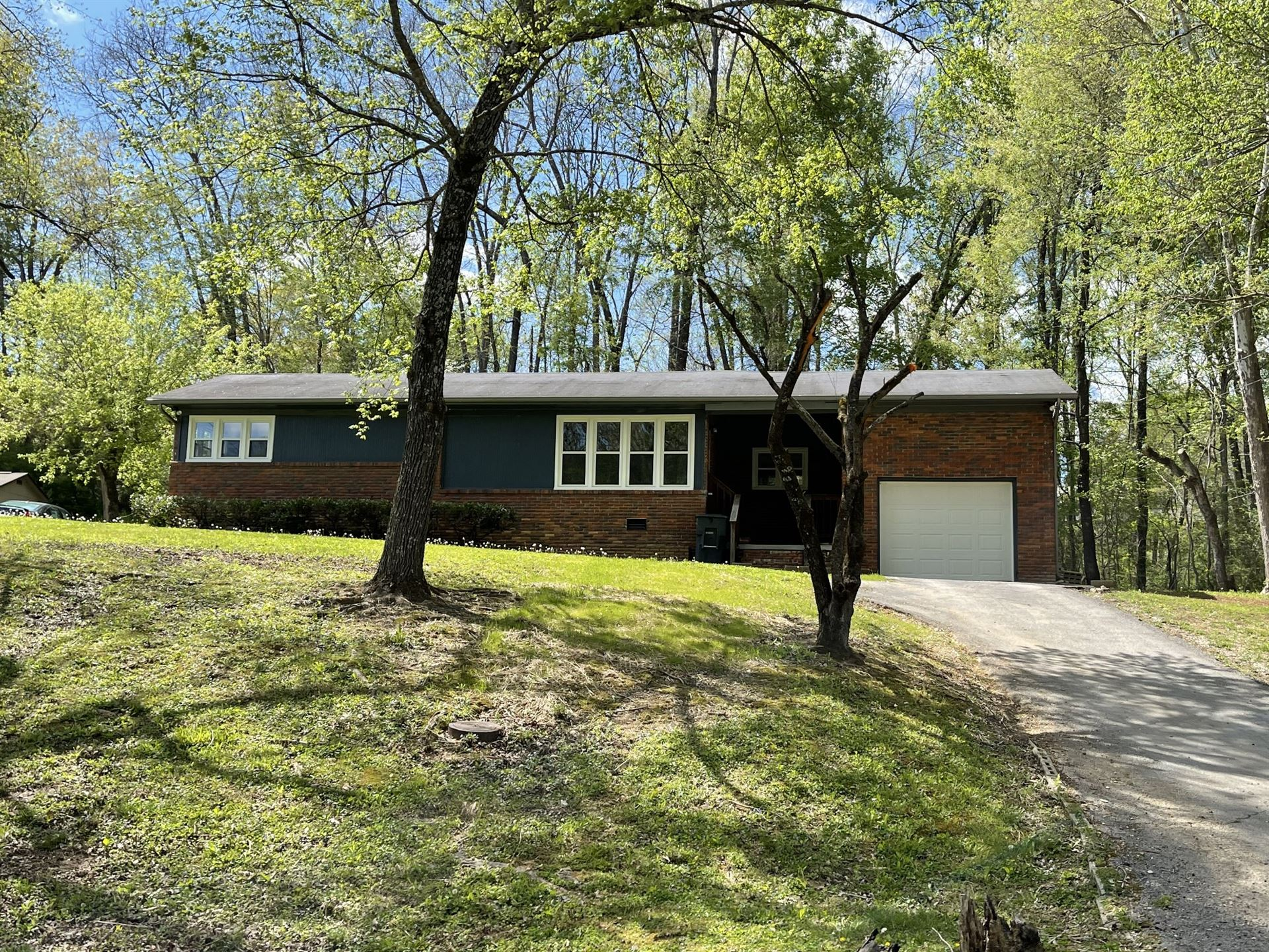 204 Parkview Dr, McMinnville, TN 37110 - MLS#: 2246782