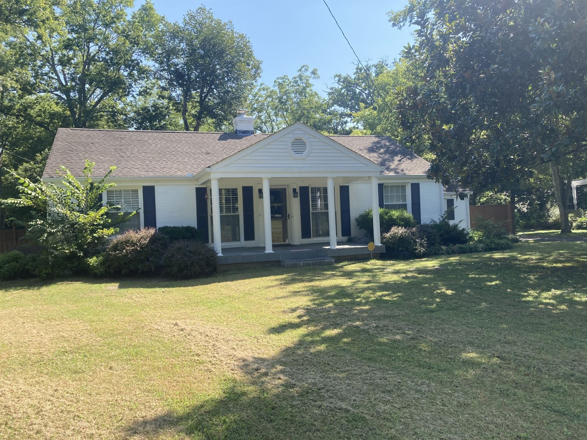 Photo of 2812 Sugartree Rd, Nashville, TN 37215 (MLS # 2282887)
