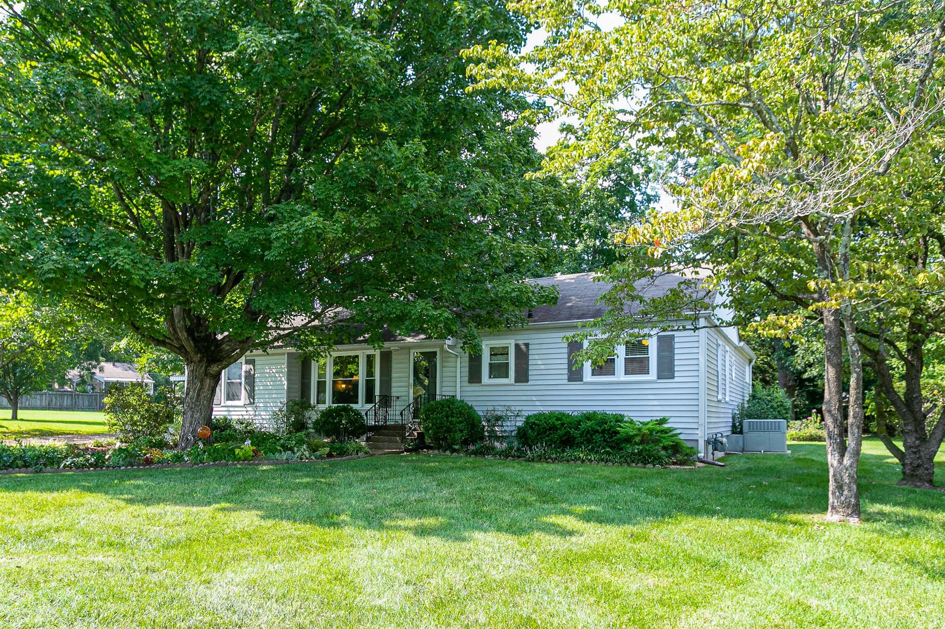 Photo of 311 Bel Aire Dr, Franklin, TN 37064 (MLS # 2286896)