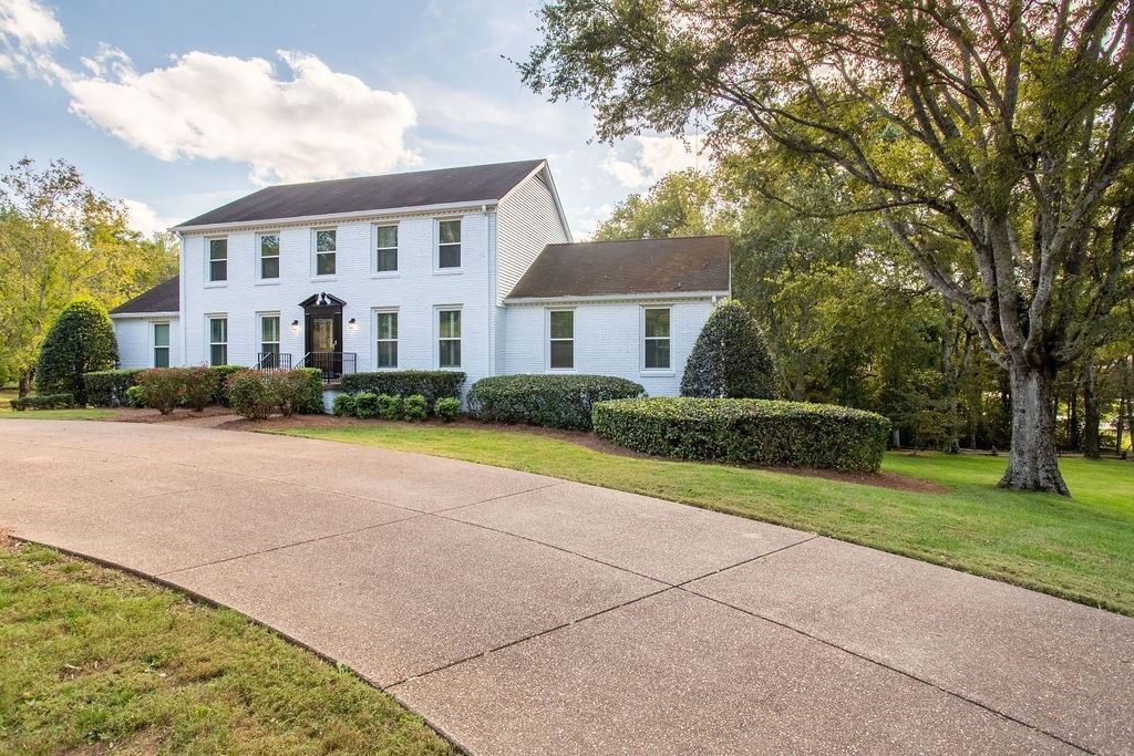 Photo of 6300 Laurelwood Dr, Brentwood, TN 37027 (MLS # 2302902)