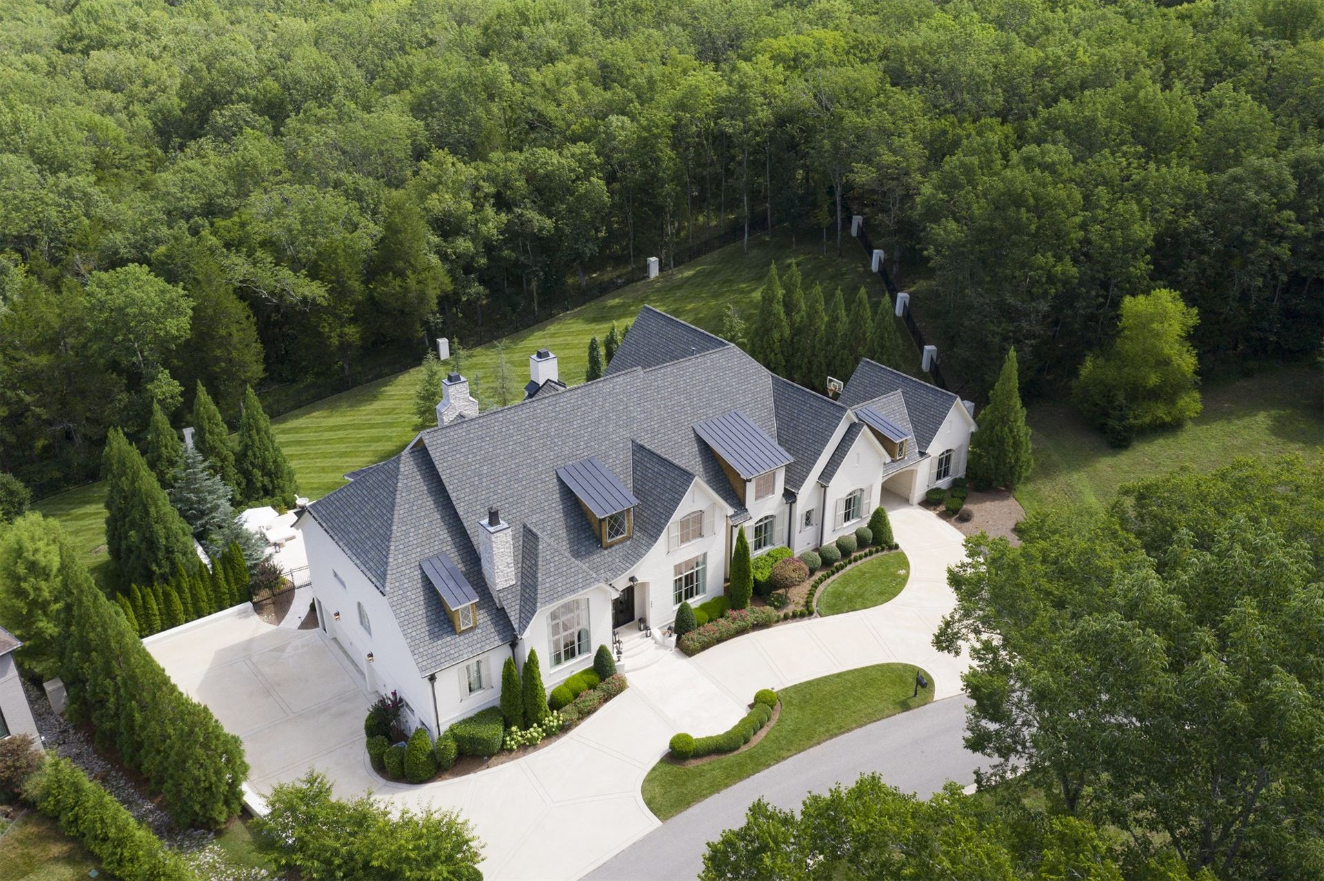 Photo of 390 Lady of the Lake Ln, Franklin, TN 37067 (MLS # 2273911)