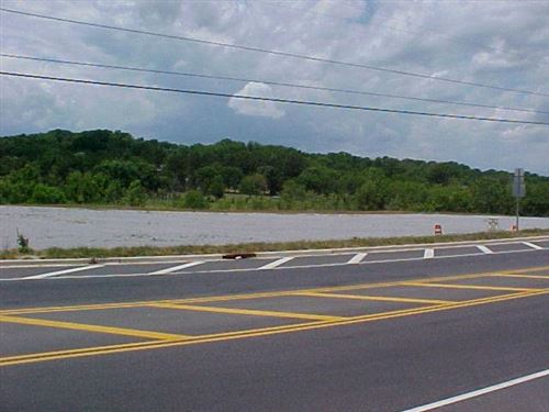 Photo of 1003 CENTER POINT RD, Hendersonville, TN 37075 (MLS # 2062919)