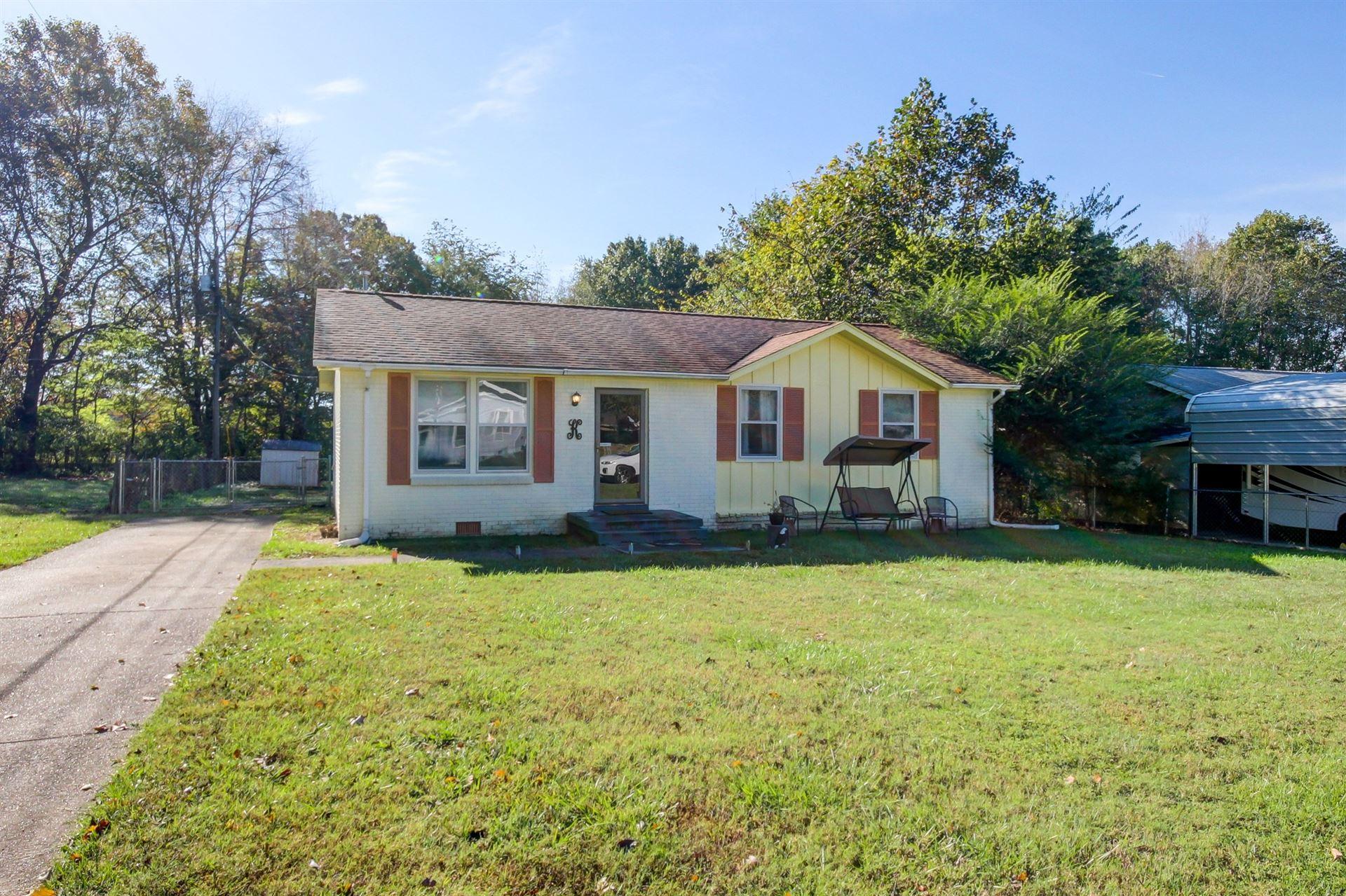 Photo of 120 King Cole Dr, Clarksville, TN 37042 (MLS # 2302925)