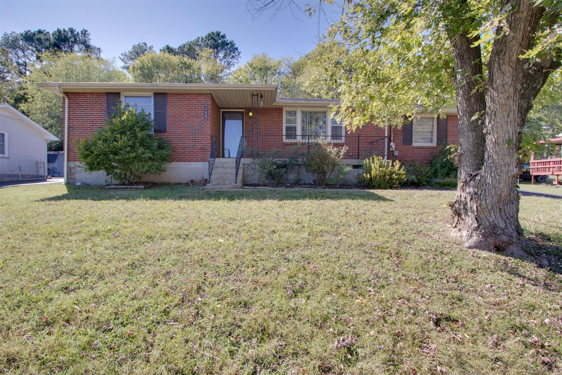 Photo of 286 Bonnasprings Dr, Hermitage, TN 37076 (MLS # 2091932)