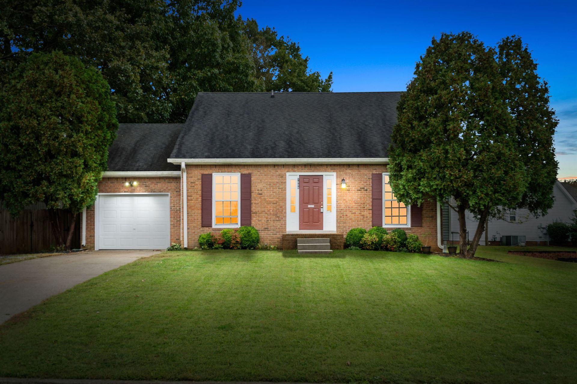 Photo of 1808 Bourne Cir, Clarksville, TN 37043 (MLS # 2302932)