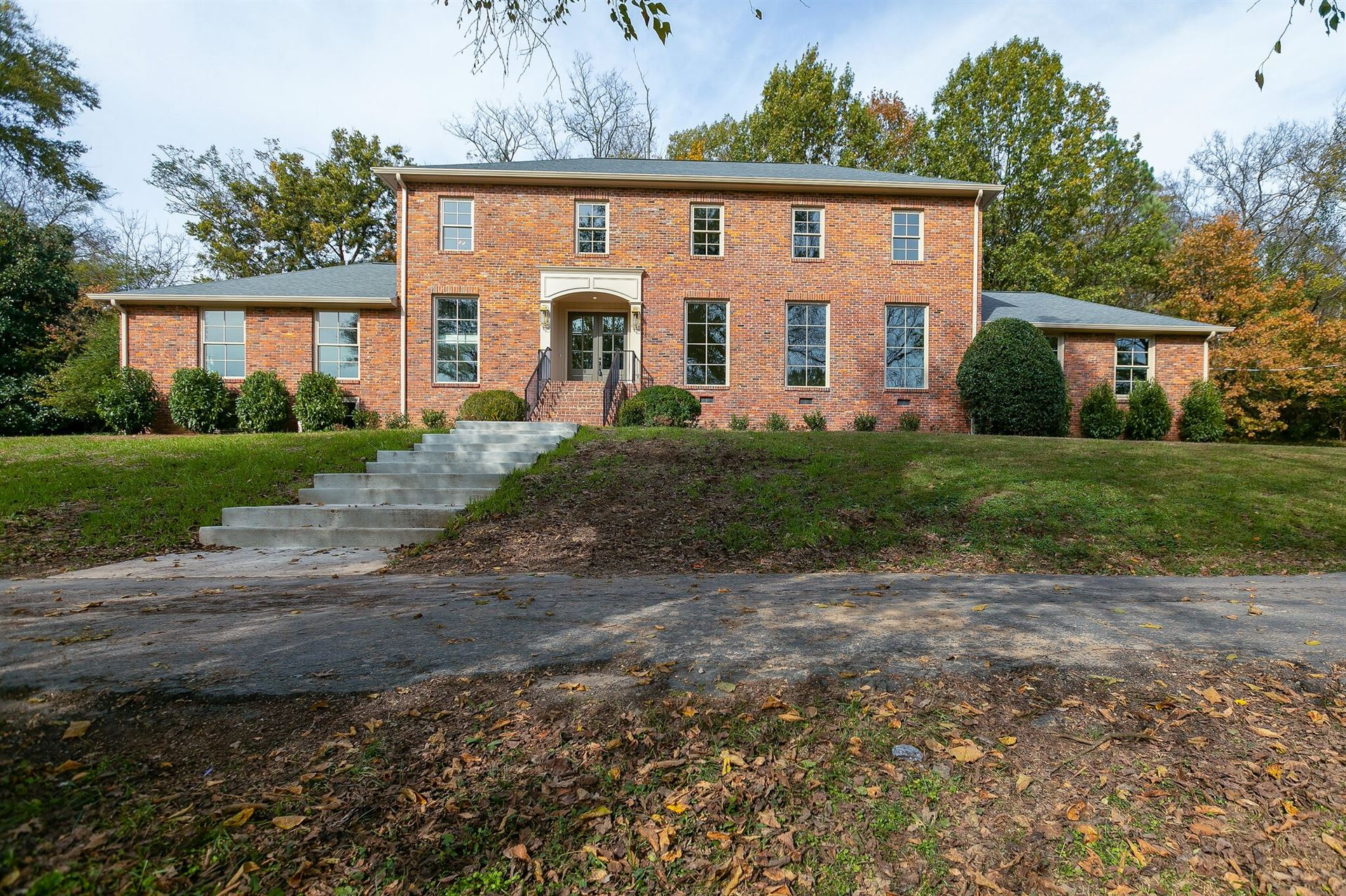 Photo of 1600 Tynewood Dr, Nashville, TN 37215 (MLS # 2204936)