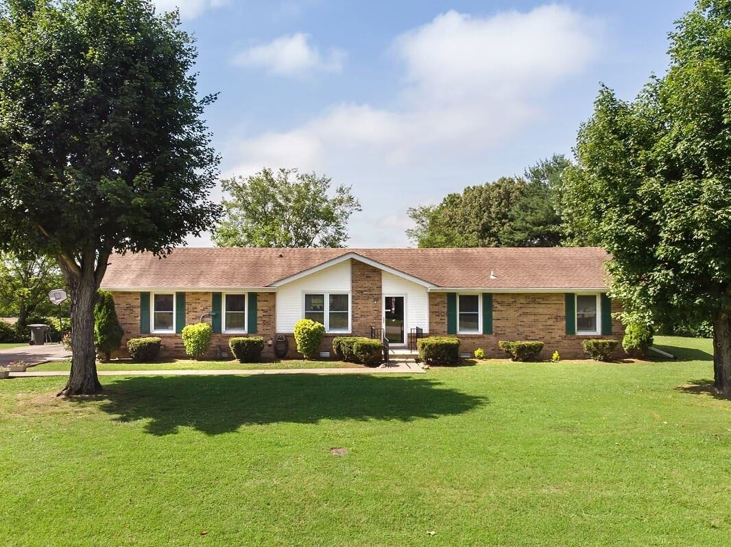 Photo for 2903 Bluebird Dr, Springfield, TN 37172 (MLS # 2189967)