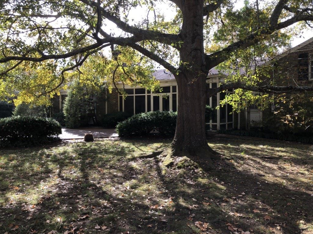 Photo of 4412 Georgian Place, Nashville, TN 37215 (MLS # 2101988)