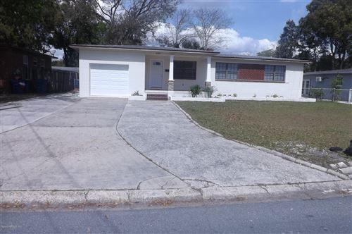 Photo of 6303 SHADY OAK DR, JACKSONVILLE, FL 32277 (MLS # 1043046)