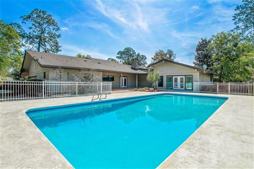 Photo of 8018 HUNTERS GROVE RD, JACKSONVILLE, FL 32256 (MLS # 1042125)