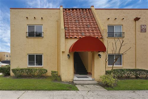 Photo of 3878 LA MIRADA DR, JACKSONVILLE, FL 32217 (MLS # 1045454)