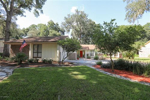 Photo of 11735 MARTHAS VINYARD CT, JACKSONVILLE, FL 32225 (MLS # 1015611)