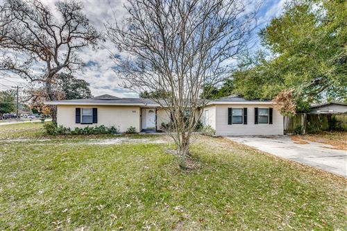 Photo of 908 N TARIN DR, JACKSONVILLE, FL 32218 (MLS # 1033965)