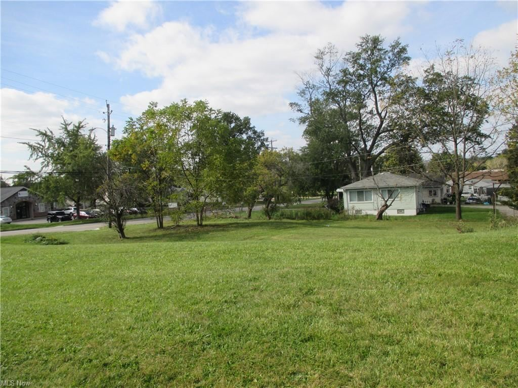 Photo of 807 E Waterloo Road, Akron, OH 44306 (MLS # 4326013)