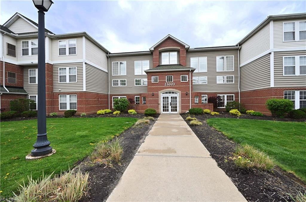 23003 Chandlers Lane #225, Olmsted Falls, OH 44138 - #: 4272047