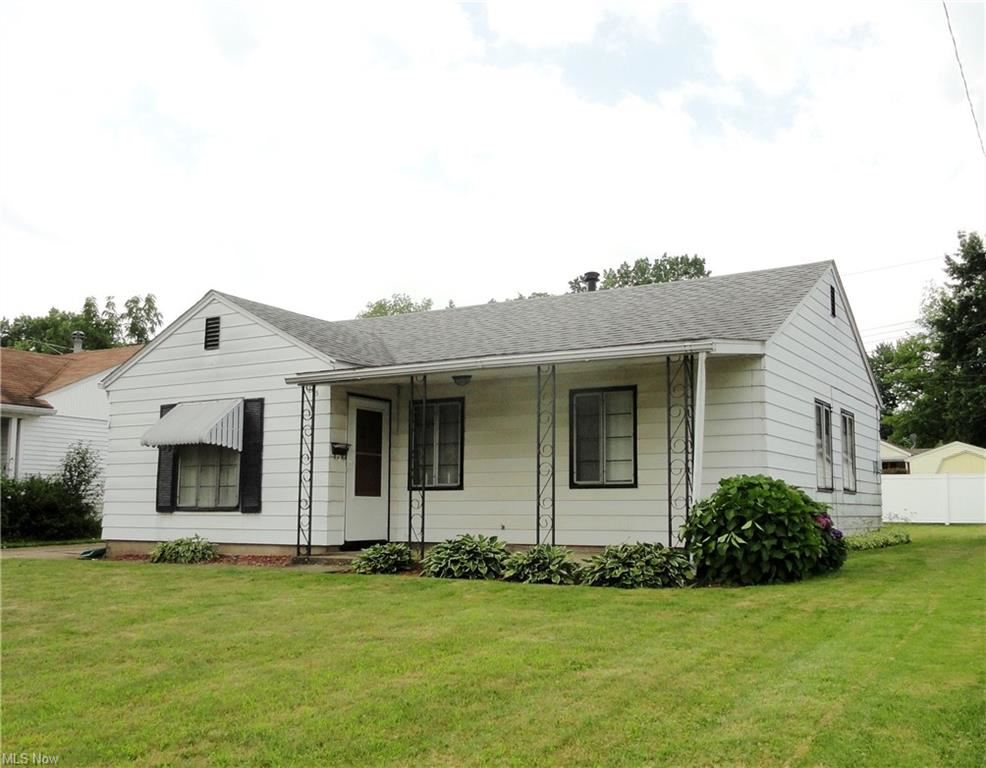 Photo of 475 Carver Street NW, Massillon, OH 44647 (MLS # 4303048)