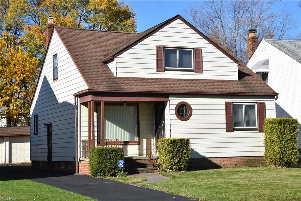 4392 Lee Heights Boulevard, Cleveland, OH 44128 - #: 4240187