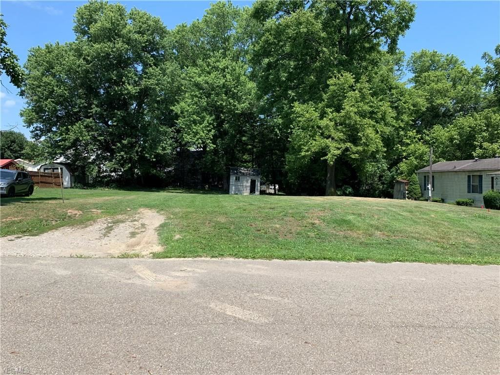 Photo for 204 E Bridge Street, Caldwell, OH 43724 (MLS # 4211241)
