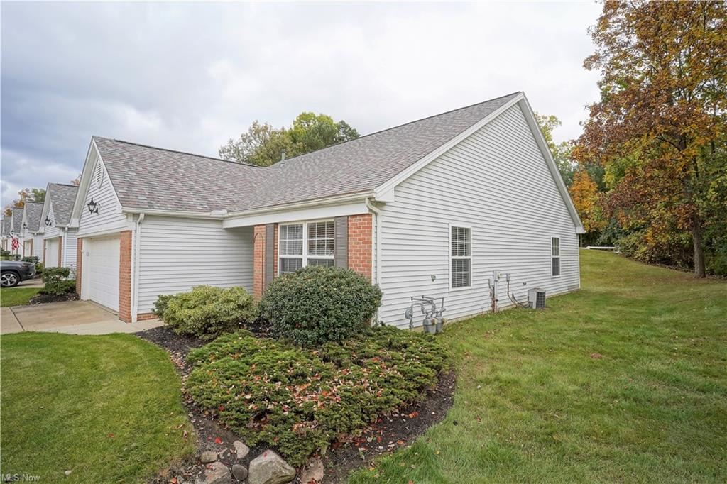 Photo of 422 W Heritage Drive #6, Cuyahoga Falls, OH 44223 (MLS # 4327246)