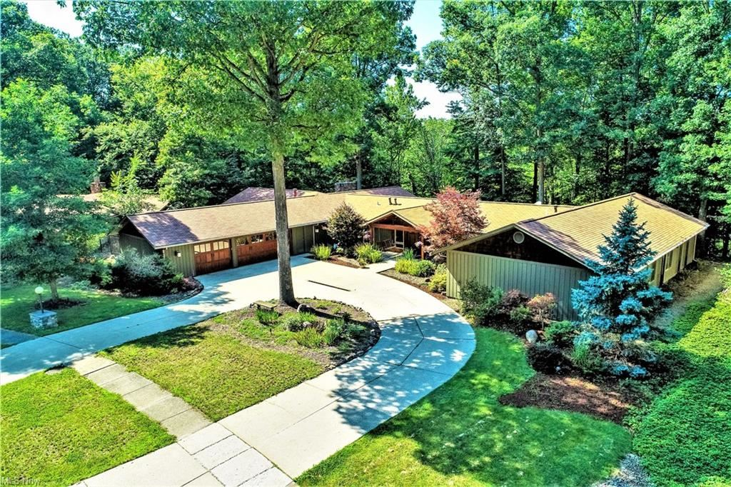 11610 River Moss Road, Strongsville, OH 44136 - #: 4301258
