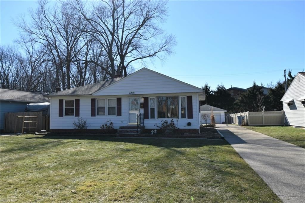 4216 Coe Avenue, North Olmsted, OH 44070 - #: 4258298