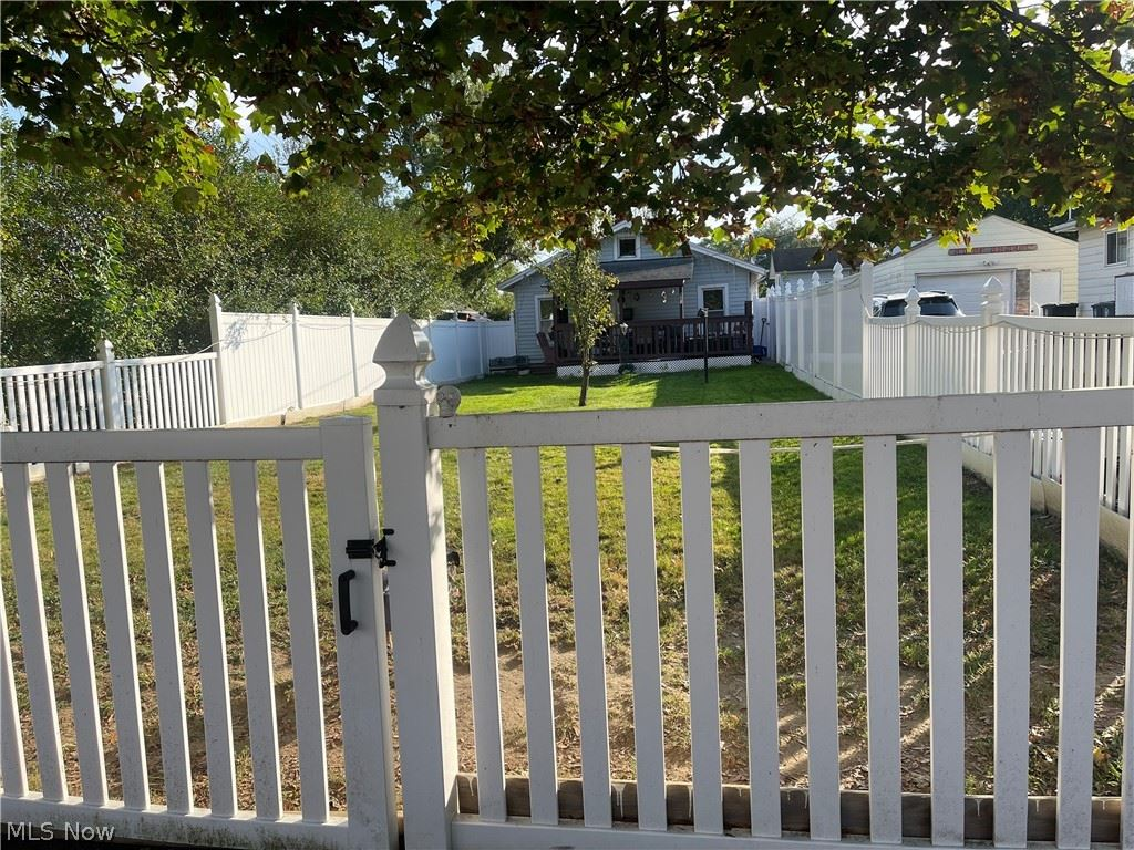 Photo of 953 Davis Street, Akron, OH 44310 (MLS # 4327325)