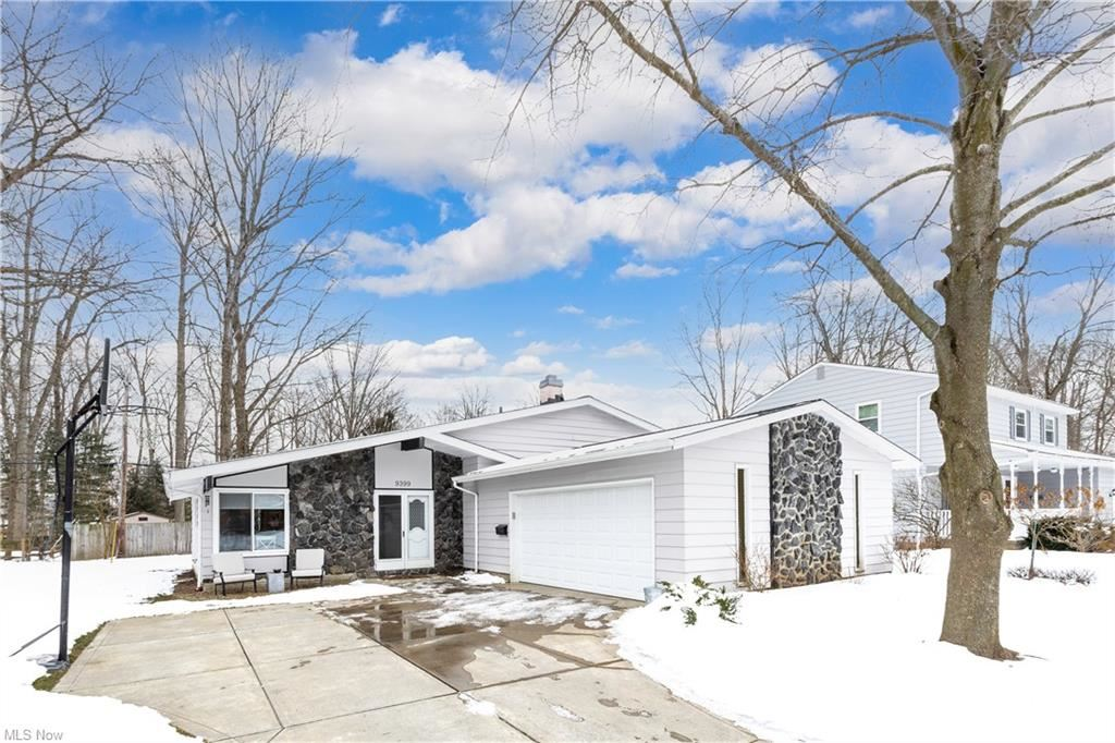 9399 Basswood Drive, Olmsted Falls, OH 44138 - #: 4255330