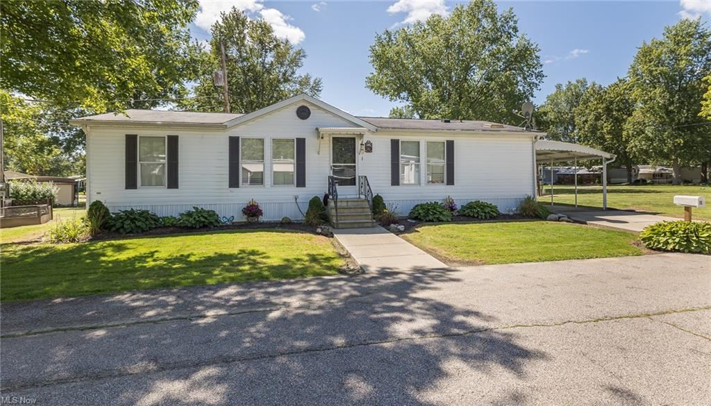 11 Van Ess Drive, Olmsted Township, OH 44138 - #: 4312377