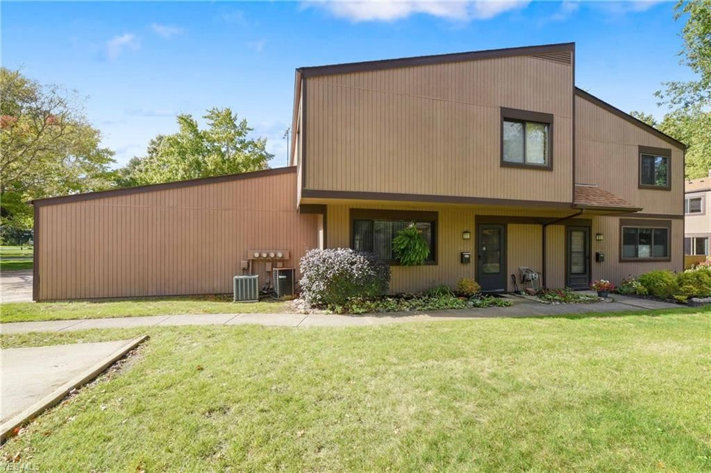 26739 Lake of the Falls Road, Olmsted Falls, OH 44138 - #: 4230385