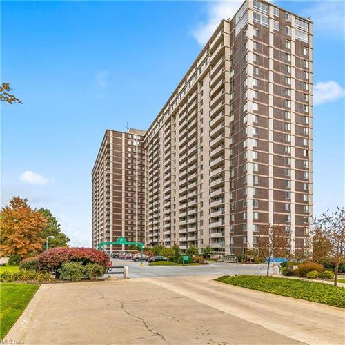 Photo of 12900 Lake Avenue #422, Lakewood, OH 44107 (MLS # 4320401)