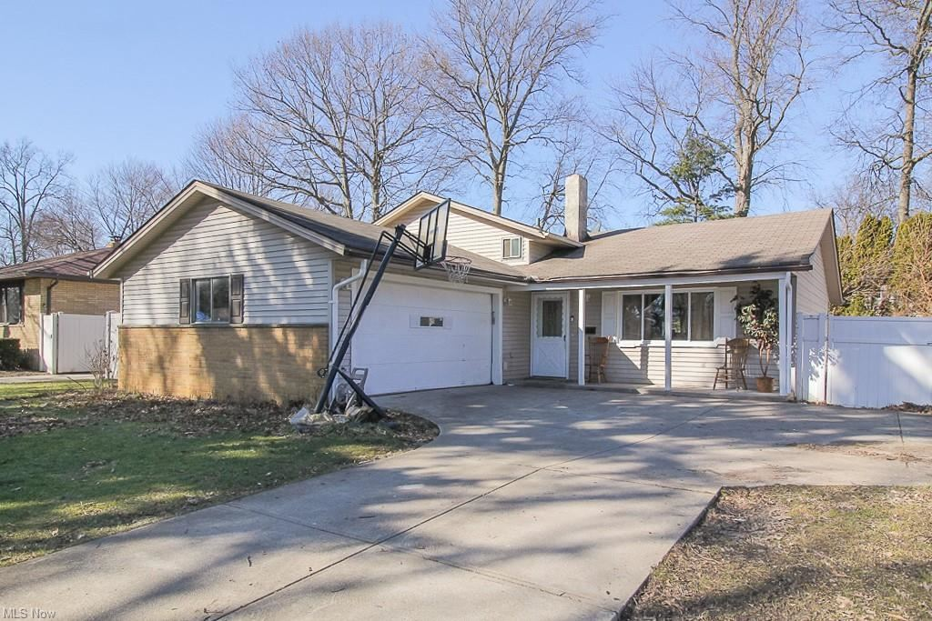 24114 Vincent Drive, North Olmsted, OH 44070 - #: 4259446