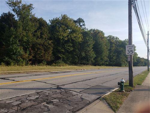 Photo of 26814 Center Ridge Road, Westlake, OH 44145 (MLS # 4318449)