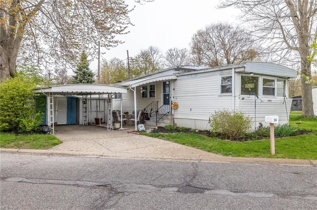 36 Parkway Drive, Olmsted Township, OH 44138 - #: 4261454