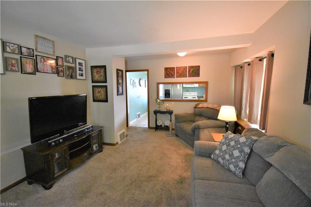 Photo of 304 E Tuscarawas Avenue, Barberton, OH 44203 (MLS # 4303470)