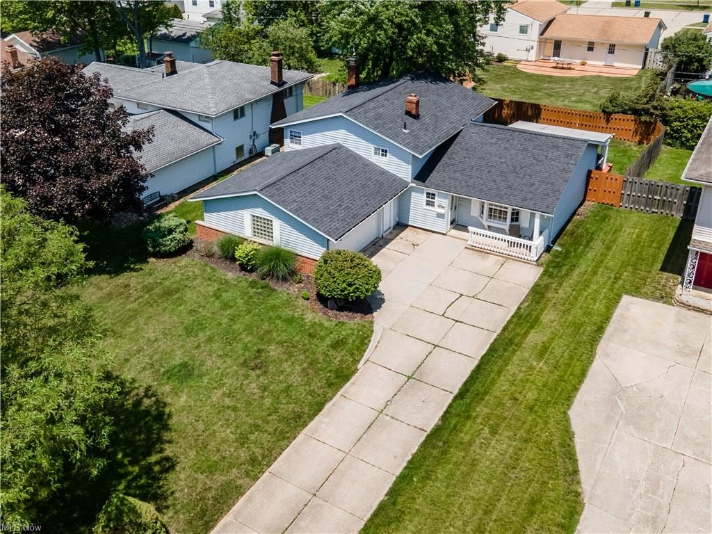 24822 Deerfield Drive, North Olmsted, OH 44070 - #: 4287471