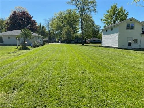 Photo of 6794 Middlebrook Boulevard, Middleburg Heights, OH 44130 (MLS # 4269479)