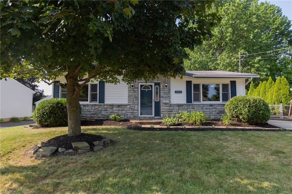 Photo of 2244 Lynnwood Drive, Stow, OH 44224 (MLS # 4303507)